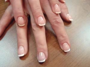 paznokcie przedłużone żelem + french